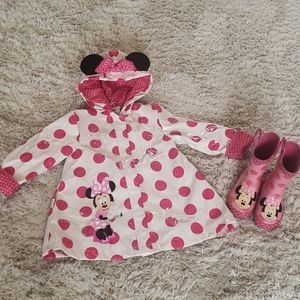 Minnie Mouse 🐭  raincoat and boots